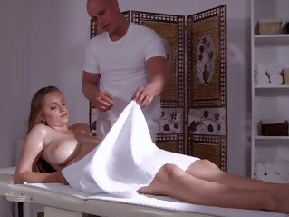 anal Busty blonde came for a massage and got a cock into pussy big tits blonde